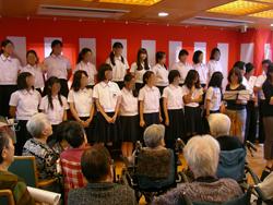 敬老会、すてきな歌声でした。